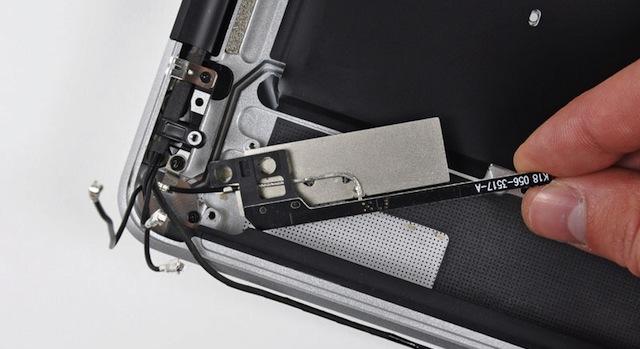 antenna dei nuovi macbook pro vicino all'unità ottica