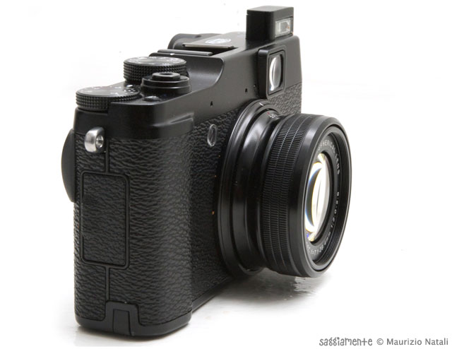 fujifilm-x10-flash