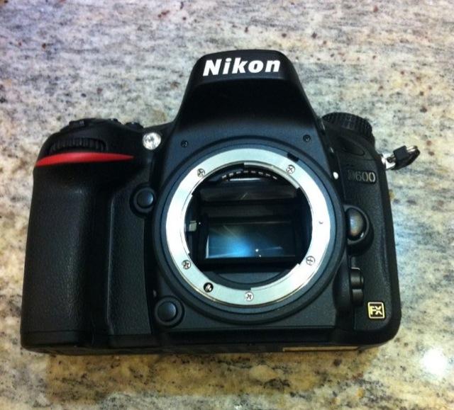 Nikon-D600-immagine-frontale
