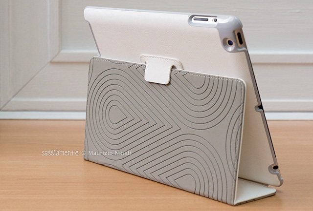 puro-booklet-ipad-stand-retro