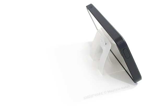 caze5-stand-iphone5