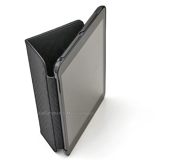 puro-booklet-ipad-stand-verticale