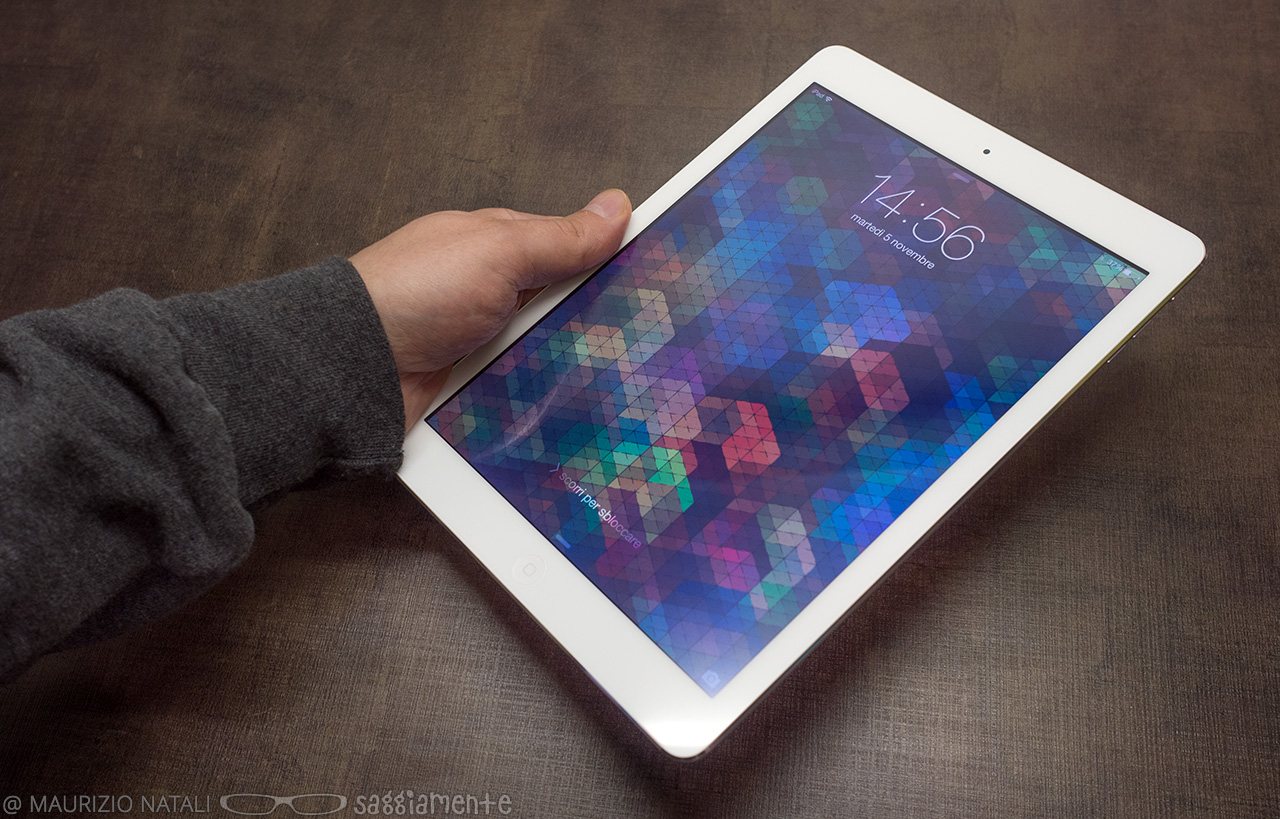 ipad-air-hand-fronte