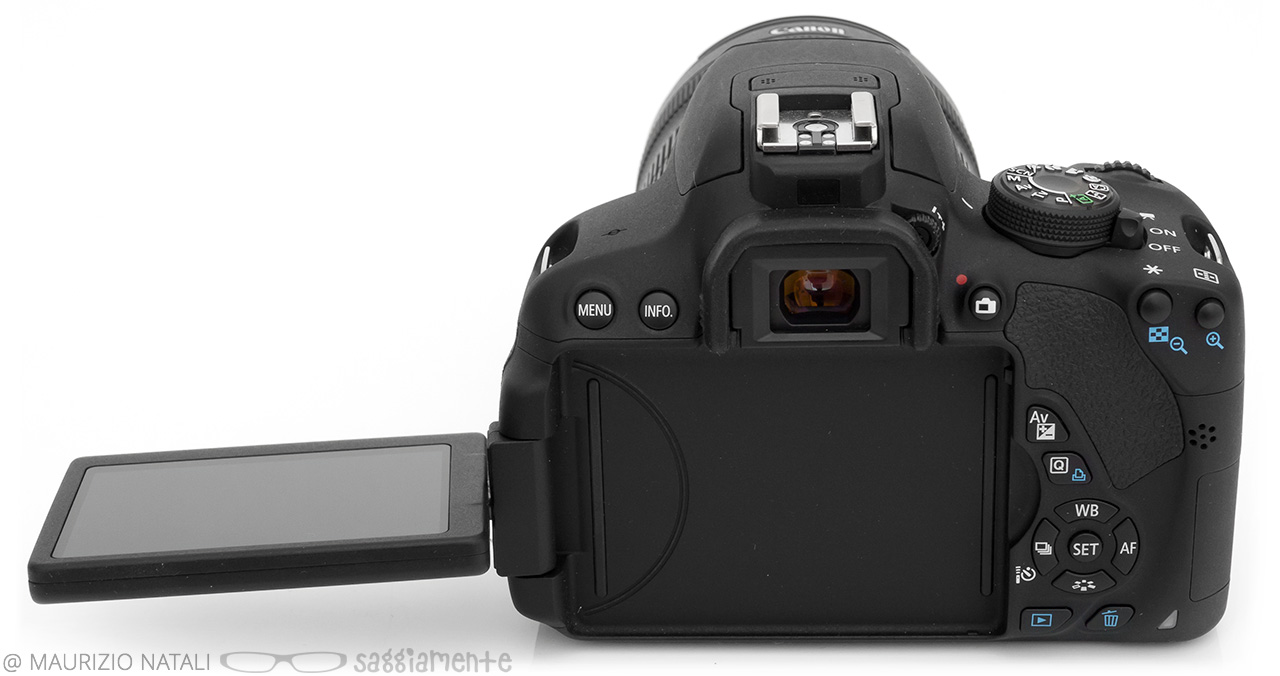 canon-700d-display-open