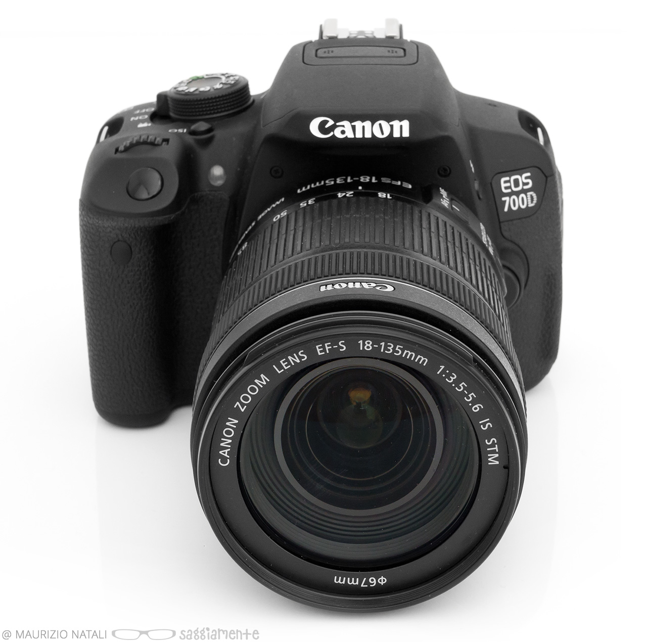 canon-700d-front