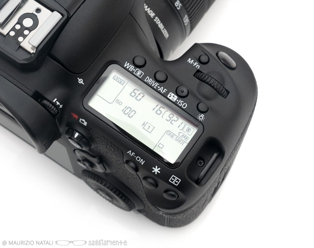 7dmkii-top-display-2