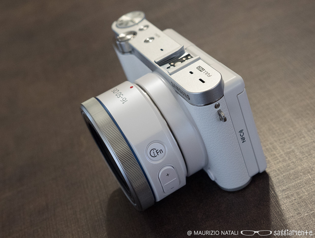 Recensione: Samsung NX3000, la mirrorless con il miglior