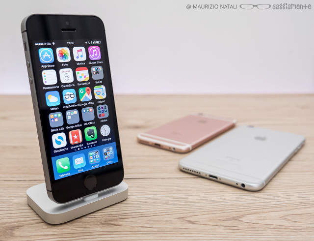iphone-se-stand