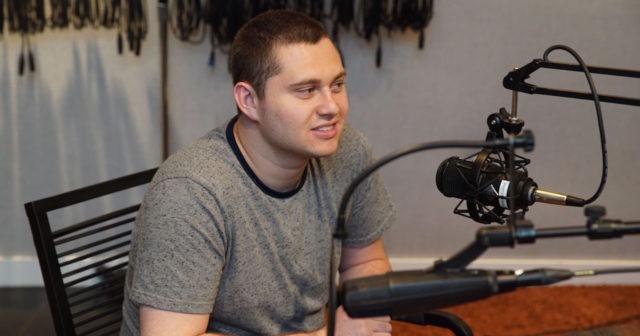mark-gurman-radio