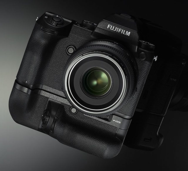 fujifilm-gfx-50s-battery-grip