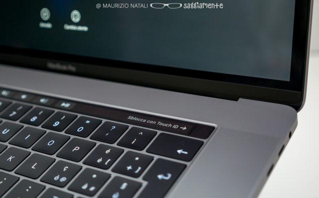 macbookpro15-touchbar-speaker