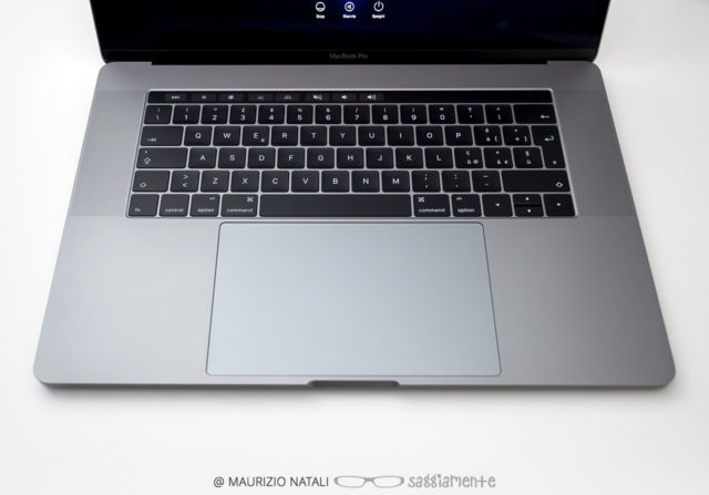 macbookpro15-touchbar-trackpad