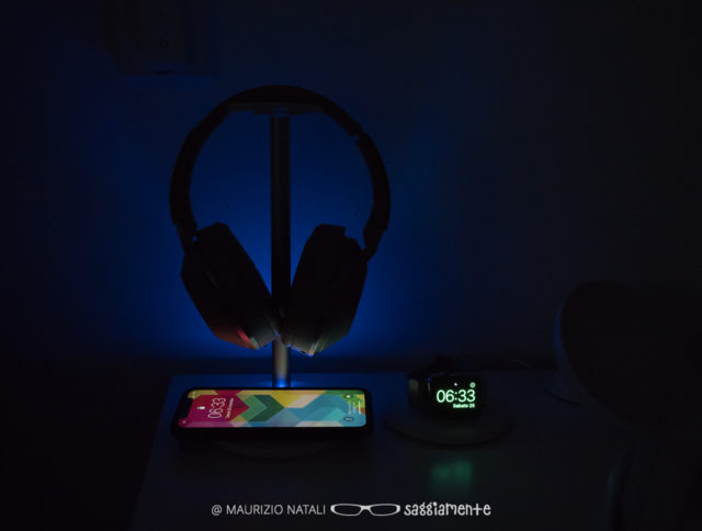 linq-qi-headset-stand-1