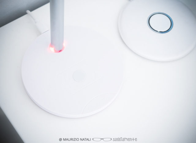 linq-qi-headset-stand-4
